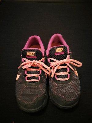 Nike Lace-Up Sneaker pink-purple