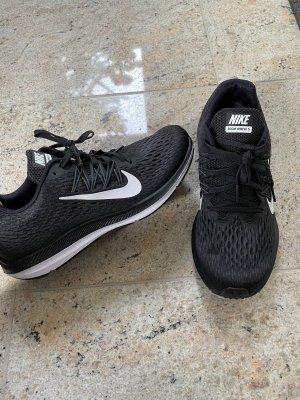 Nike Zoom Winflo 5 schwarz
