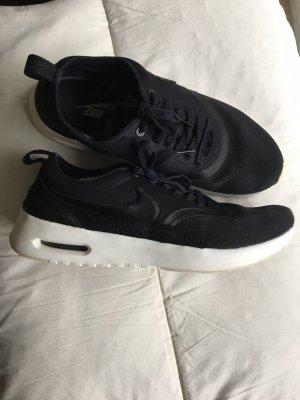 NikeThea Sneaker schwarz Gr. 42