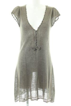 Nile Vestido estilo camisa caqui moteado look casual