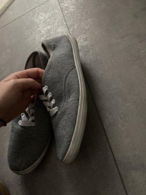 Zapatos de patinador gris