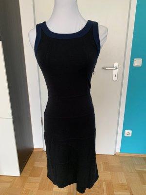 Nochmal reduziert: Eng anliegendes knielanges Kleid mit Rückenausschnitt von Kookai, 34