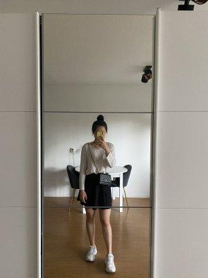 Normales weißes Langarmshirt