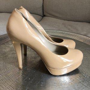 Nude-färbige High Heels