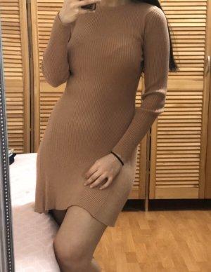 Nude Kleid / pulli