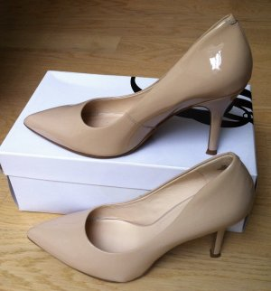 Nude Lackleder Pumps von Nine West