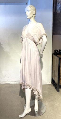 Nudefarbenes langes Kleid mit Spitze und Vokuhila