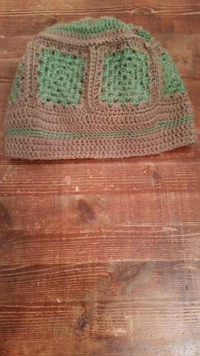 Bonnet en crochet vert-marron clair acrylique