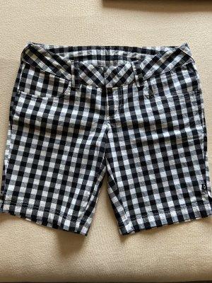 Oakley Shorts in 3/4 neu