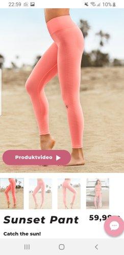 Short de sport rosé