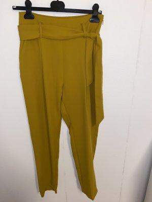 Ockerfarbene Stoffhose von Zara