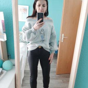 Off-Shoulder Sweatshirt mit Handstickerei