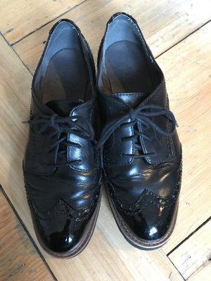 Sznurowane buty czarny