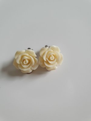 Earclip natural white