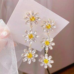 """Ohrhänger mit funkelnden Kristallsteinen """"Blumen"""""""