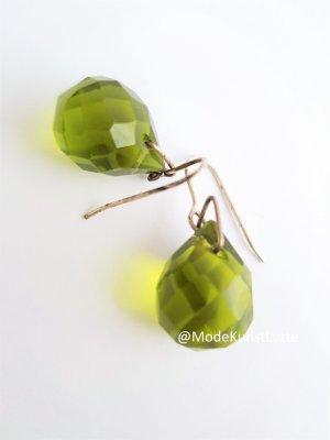 Ohrhänger mit geschliffenen, grünen Steinen von Agatha