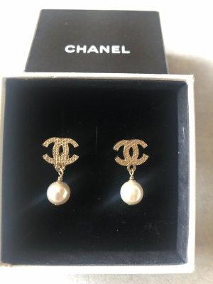 Chanel Boucles d'oreilles en perles blanc cassé