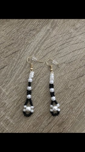 Orecchino di perle nero-bianco