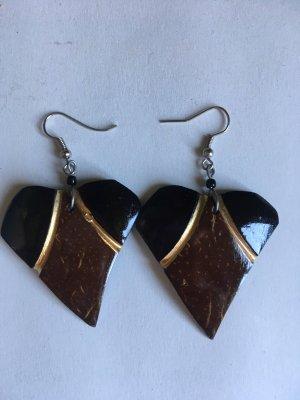 Ohrringe aus Holz. Handarbeit von Masai