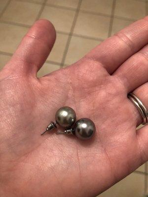 Kolczyk z perłą antracyt-biały