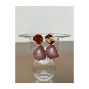 Boucle d'oreille incrustée de pierres rosé-doré