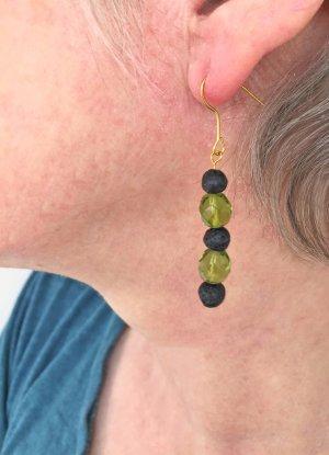 Ohrringe in grün-schwarz mit Lavaperlen