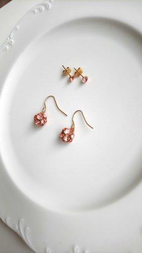 Ohrringe mit glänzenden Steinen
