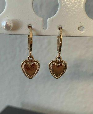 Ohrringe mit Herzanhänger