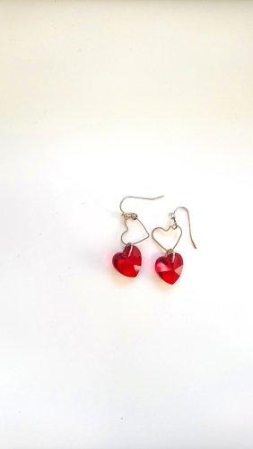 Ohrringe mit roten Herzen
