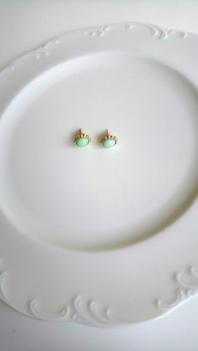 Ohrringe mitgrüner Stein vintage goldfarben