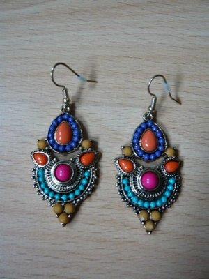 Ohrringe, Modeschmuck, Marke: nicht bekannt, Design: Ornament, goldfarben mit buntem Steinbesatz, nickelfrei, neuwertig