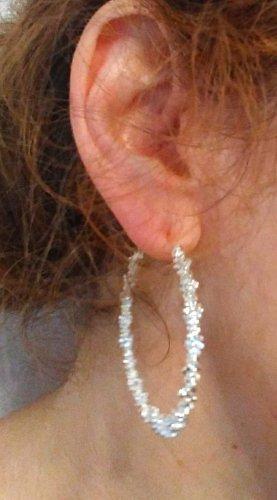 Clou d'oreille blanc