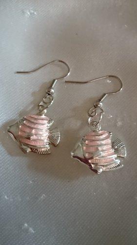 Ohrringe Ohrhacken rosa Fisch emailliert.