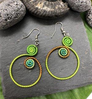 Ohrringe Ohrhänger Baumwolle großer Ring 2 Spiralen grün