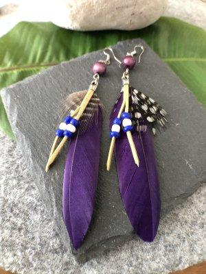 Ohrringe Ohrhänger Feder dunkelviolett Perlen inkblau weiß Boho Indie 11,5 cm