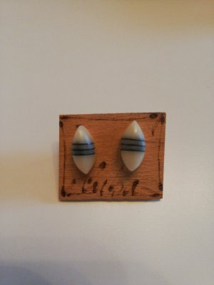 Kolczyk ze sztyftem kremowy-jasnobeżowy