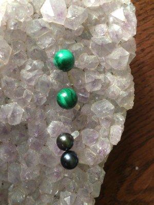 Kolczyk z perłą leśna zieleń-antracyt