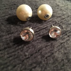 Orecchino di perle bianco-beige chiaro