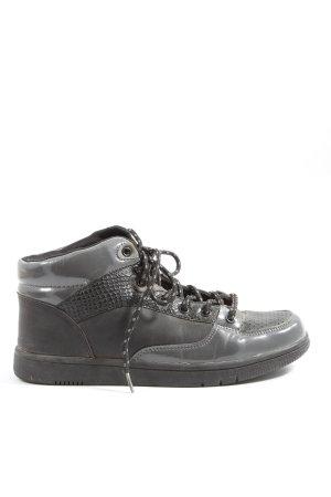 Oill High Top Sneaker