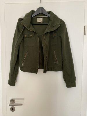 Okivegrüne kurze Jacke