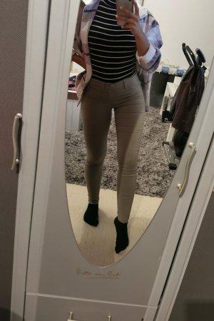 Olivefarbene Jeans