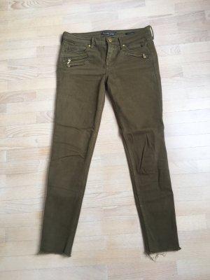 olivfarbene Jeans
