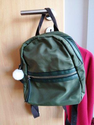 olivfarbener rucksack