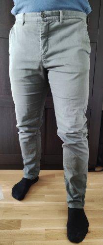 Olivgrün. Hochwertige Männerhose von Marc O'Polo. Slim Fit
