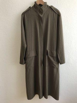 Olivgrüner leichter Mantel