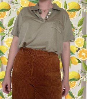 Olivgrünes Poloshirt