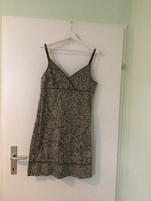 Olivgrünes Sommerkleid