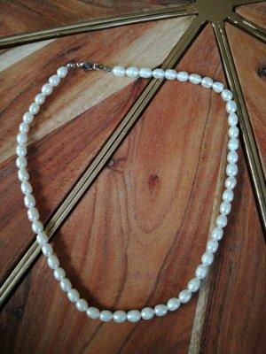 Collier de perles blanc cassé-crème