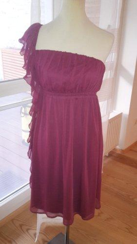 Vestido de un hombro rojo frambuesa