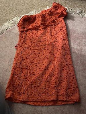Haut avec une épaule dénudée orange